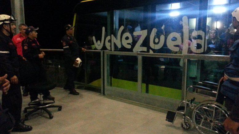 varados turistas por falla electrica en el teleferico