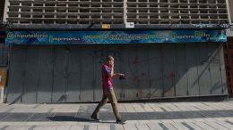 Comercios cierran por crisis económica