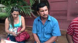 familiares de administradora asesinada esperan cuerpo en la morgue