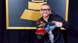 Nacho recibe Grammy